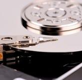 Geöffnete Festplattenlaufwerknahaufnahme des Computers Stockfotografie