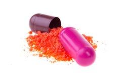 Geöffnete Pillekapsel Stockfoto