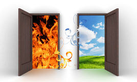 Geöffnete Türen in blauen Himmel und in Feuer Lizenzfreie Stockfotografie