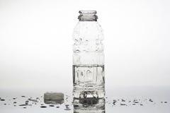 Geöffnete Wasserflasche stockbilder