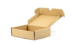 Geöffneter brauner Kasten mit weißem Hintergrund Lizenzfreie Stockbilder