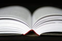 Geöffneter Buchabschluß oben lizenzfreie stockbilder