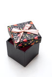 Geöffneter handgemachter schwarzer Geschenkkasten mit Inneren formen Stockbilder