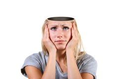 Geöffneter Verstand. Frau mit großem Loch im Kopf Stockbilder