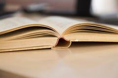 Geöffnetes altes Buch Lizenzfreies Stockfoto
