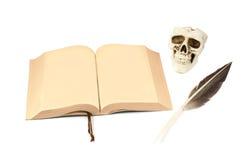 Geöffnetes dunkles Buch Lizenzfreies Stockfoto