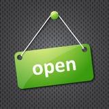 Geöffnetes hängendes Zeichen des Grüns stockfoto