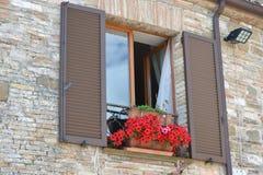 Geöffnetes italienisches Fenster Lizenzfreie Stockbilder