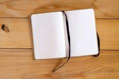 Geöffnetes leeres Notizbuch Lizenzfreie Stockfotografie