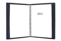 Geöffnetes Tagebuch mit lederner Abdeckung für Jahr 2012 Stockfoto