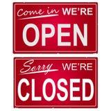 Geöffnetes und geschlossenes Zeichen Lizenzfreies Stockfoto