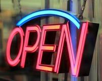Geöffnetes Zeichen des Neons Stockfotografie
