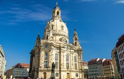 马丁・路德雕象在路德教会,德累斯顿,Ge前面的 免版税图库摄影
