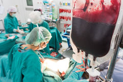 Ge blod under operation Fotografering för Bildbyråer