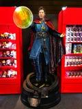 ?GE de MERVEILLE d'exposition de H?ROS se tenant dans le Roppongi Hills Le modèle de docteur Strange est montré dans le magasin I photo stock