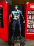 ?GE de MERVEILLE d'exposition de H?ROS se tenant dans le Roppongi Hills Le mod?le de capitaine America est montr? dans le magasin images libres de droits