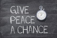 Ge fred en möjlighetsklocka arkivbilder