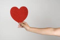 ge hjärta Arkivbilder