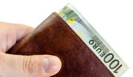 Ge mutan från den bruna läderplånboken med hundra isolerade euro Royaltyfri Fotografi