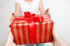 ge presenten Fotografering för Bildbyråer
