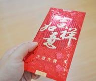 Ge röd paket`-Ang Pao ` i kinesiska ferier för nytt år royaltyfria bilder