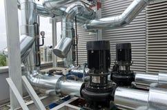 Gealigneerde centrifugaalpompen met buisleidingen Stock Afbeelding