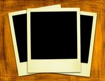Gealterte gelbe Polaroide (Ausschnittspfade eingeschlossen) Lizenzfreies Stockfoto