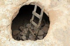 Gealterte hölzerne Jobstepps der Barbaria Umhang-Höhle Loch Stockbild