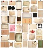 Gealterte Papierblätter, Bücher, Seiten und alte Postkarten lokalisiert auf wh Stockfotos