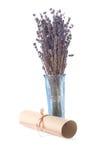 Gealterte Rolle und getrockneter Lavendel Lizenzfreies Stockfoto