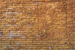 Gealterte Schmutzbacksteinmauer Stockbild
