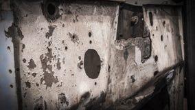 Gealterte, verrostete, antike Brandmauer des offenen Tourenwagens Stockbild