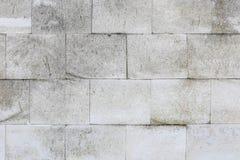 Gealterter alter roter weißer konkreter horizontaler Hintergrund Gray Brick Wall Texture Destroyeds Schäbige städtische unordentl Stockfotos