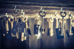 Gealtertes Hotel mit Schlüsseln für Räume Lizenzfreies Stockbild