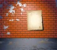 Gealtertes Plakat auf der Straße Stockfotos