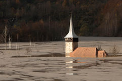 geamana的被淹没的教会 库存图片