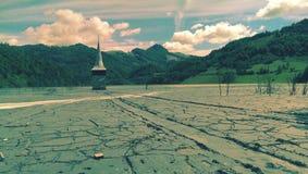 Geamana被污染的湖  免版税库存照片