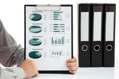Geanalyseerde grafieken en grafieken royalty-vrije stock afbeeldingen