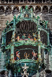 Geanimeerde beeldjes van rathaus-Glockenspiel stock foto's
