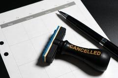 Geannuleerde planning, benoeming, programma, samenkomend concept Bedrijfs planning geannuleerd met lege kalender, pen en geannule royalty-vrije stock foto