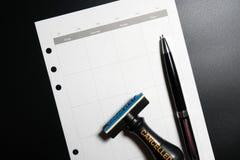 Geannuleerde planning, benoeming, programma, samenkomend concept Bedrijfs planning geannuleerd met lege kalender, pen en geannule royalty-vrije stock afbeelding