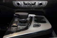 Gearstick dell'automobile immagini stock