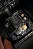 Gearstick dell'automobile immagini stock libere da diritti