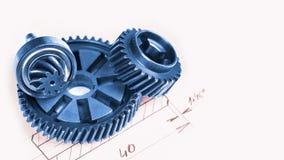 Gearwheels медного штейна с техническим чертежом в предпосылке стоковая фотография