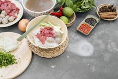 Geassorteerd Aziatisch diner met Vietnamese pho BO van de noedelsoep stock fotografie