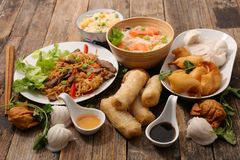 Geassorteerd Aziatisch voedsel royalty-vrije stock afbeelding