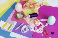 Geassorteerde bladen van kleurendocument en Plakboek Royalty-vrije Stock Afbeeldingen