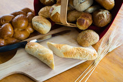 Geassorteerde broden en broodjes Stock Foto's