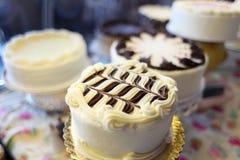 Geassorteerde cakes stock afbeelding