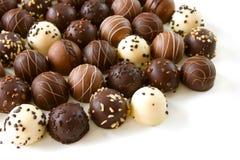 Geassorteerde chocoladetruffels stock afbeelding